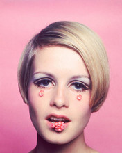 This is an image of 261428 Twiggy Photograph & Poster