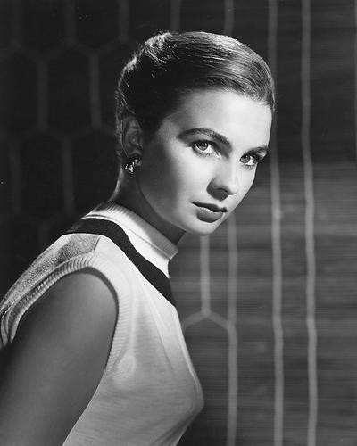 This is an image of 175827 Jean Simmons Photograph & Poster