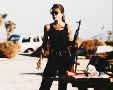 This is an image of 213031 Linda Hamilton Photograph & Poster