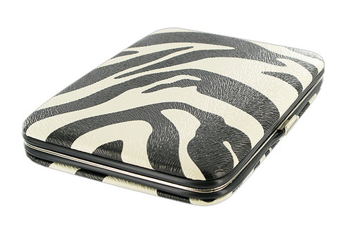Compact and Functional Pocket Wallet Available in Different Colors