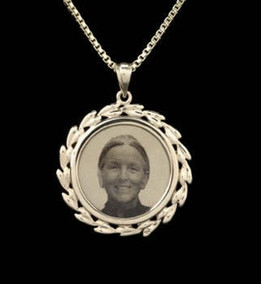 Laser Engraved Wreath Photo Urn Necklace-14K