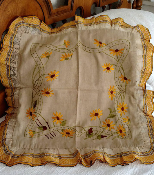 Victorian Pillow Cover Silk Embroidery Daisy Flower Ruffle Edge Trim Unused