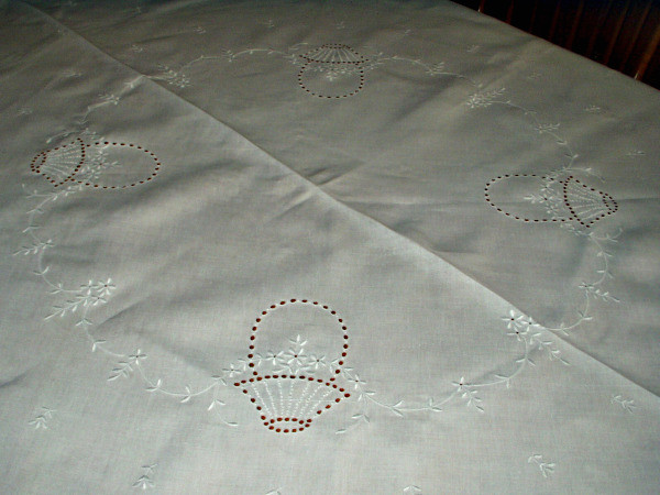 """Vintage 1920 1930 Oval Tablecloth Cutwork Embroidery Flora Motif 74"""" Long"""