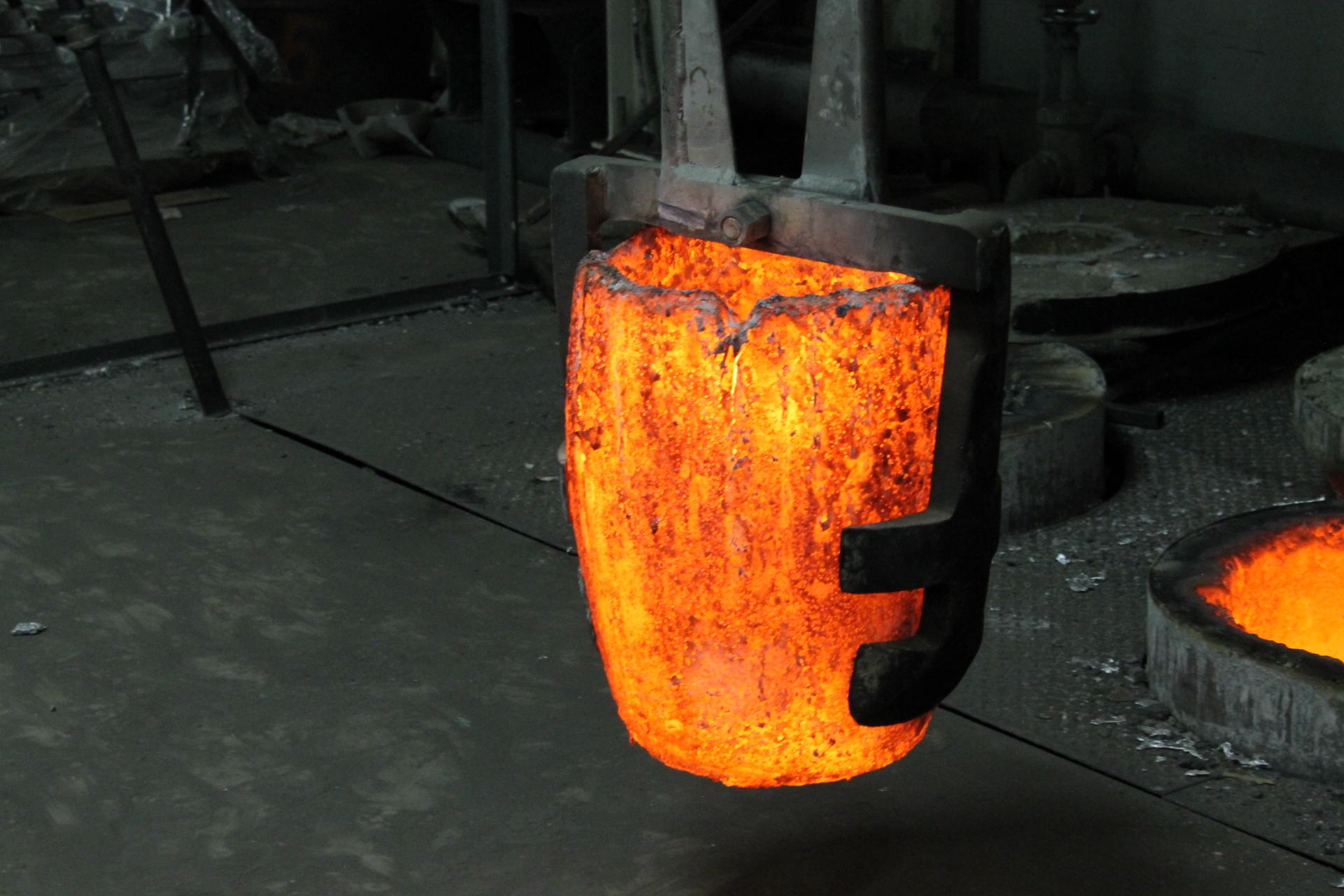 A crucible with molten aluminum
