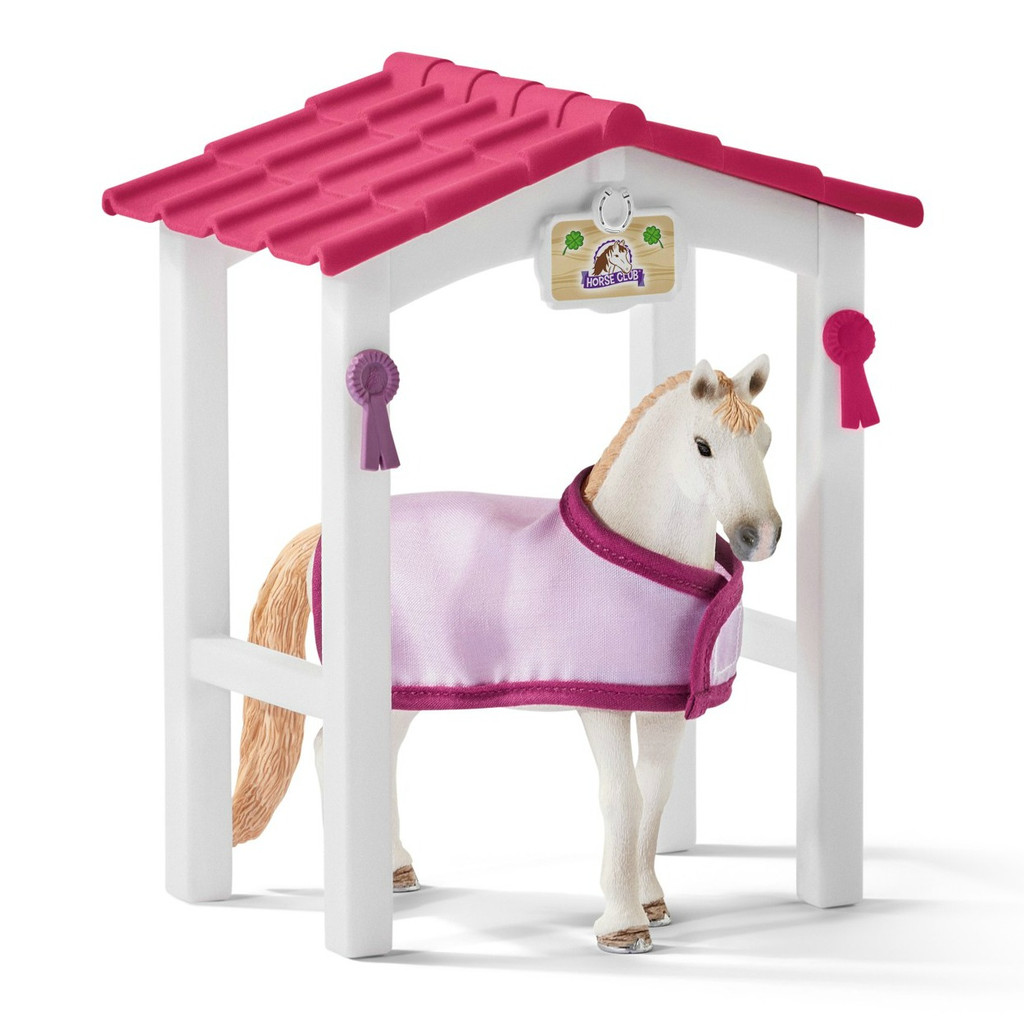 Horse Stall with Lusitano Mare