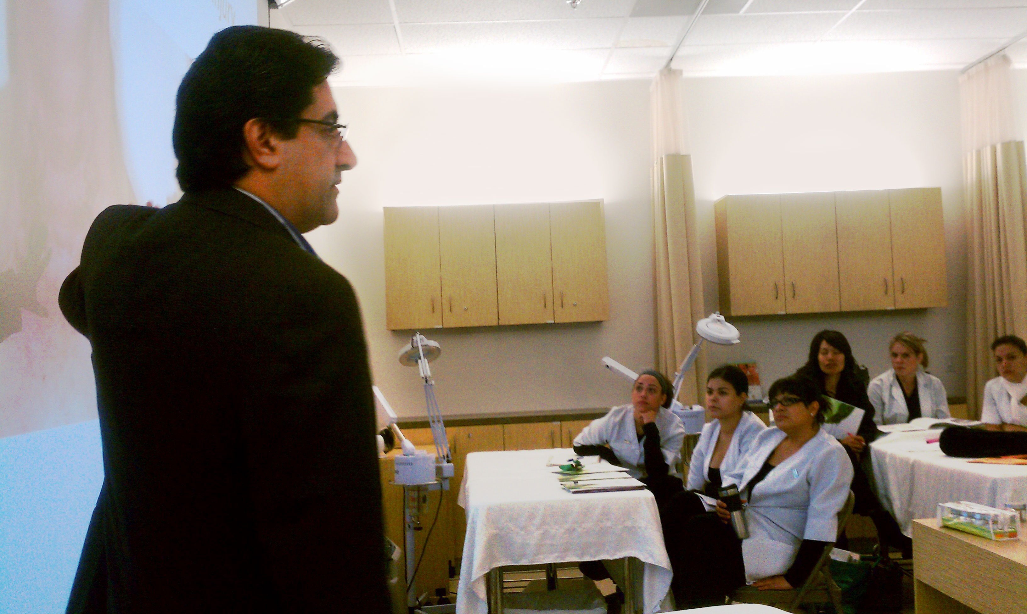 Lexli founder, Dr. Ahmed Abdullah, speaks to future estheticians at Bellus Academy.