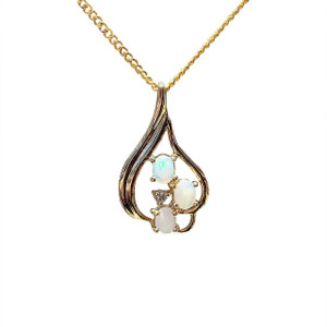 ENCHANTING LOVE 9kt GOLD OPAL NECKLACE
