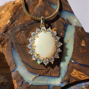 WHITE SUNFLOWER 18KT GOLD PLATED OPAL NECKLACE