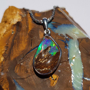 BRIGHT MOUNTAIN FLASH STERLING SILVER OPAL NECKLACE