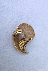 1960's Crown TRIFARI All gold Brooch 3D Classic Elegant Pin