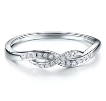 18kt Gold Wedding diamond Ring , Twist claw set Diamond band