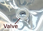 One way valve for coffee keeps oxygen out