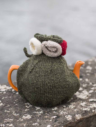 Aran Tea Cosy with Flower Details