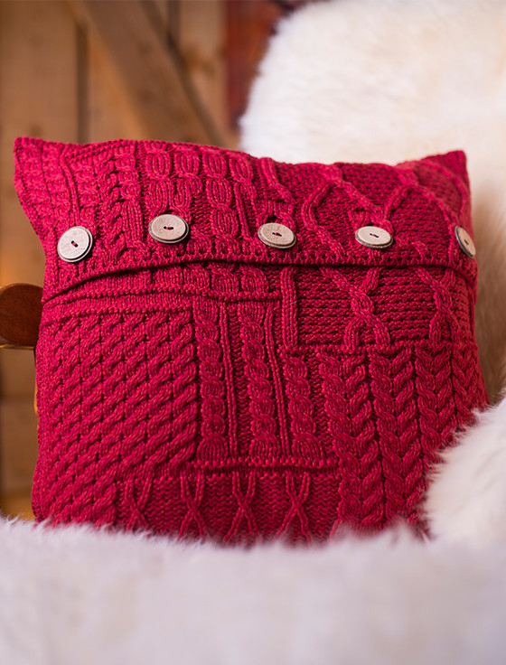 Knitting Pattern For Cushion Covers : Aran-Knit Cushion Cover