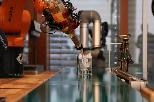 It's 5 O'clock Somewhere: The Universal Robots Bartender