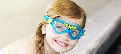 vista-jr-swim-goggles-lifestyle-1.jpg