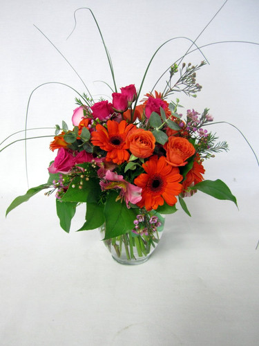 Orange and Hot pink to great colors together! Roses and Gerbera