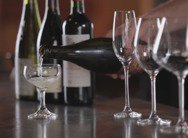 How to choose the right wine glass on YouTube