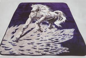 QUEEN Korean Design White Horse Plush Raschel Blanket