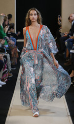 Leonard Paris Spring Summer 2018 Ready To Wear Look 17