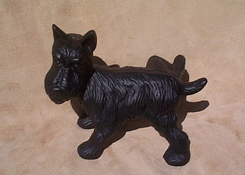 Naughty peeing Scottie Dog door stop ~ cast iron Scotty