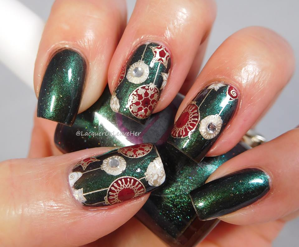 Dixie Plates Christmas 2017 nail stamping plate. Available at www.lanternandwren.com. Mani by @lacquerorleaveher.