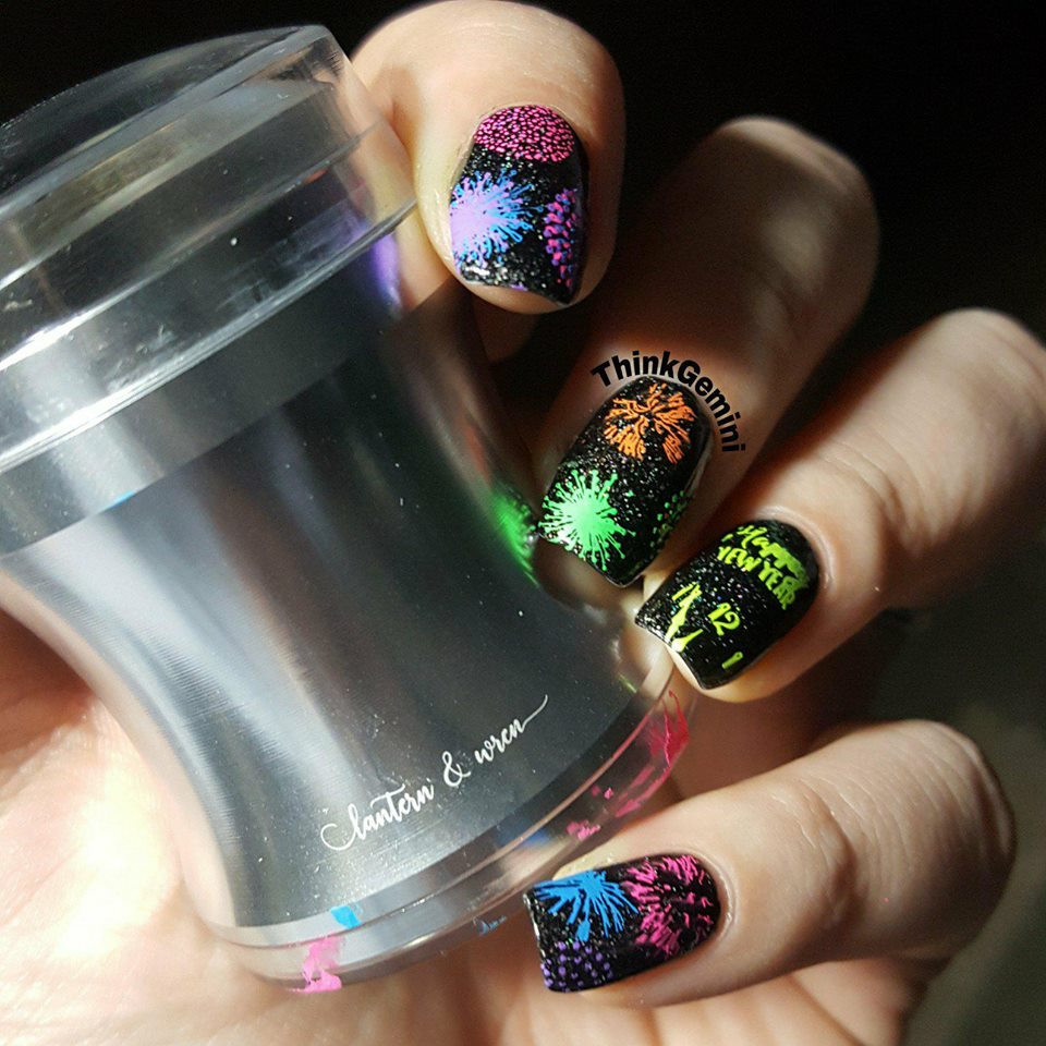 The best nail stamper out there, by Lantern & Wren! With a nice big clear window to easily see your stamping area, this stamper is great for all skill levels and super squishy and sticky for easy pickup. Mani by @thinkgemini.  Get yours at www.lanternandwren.com.