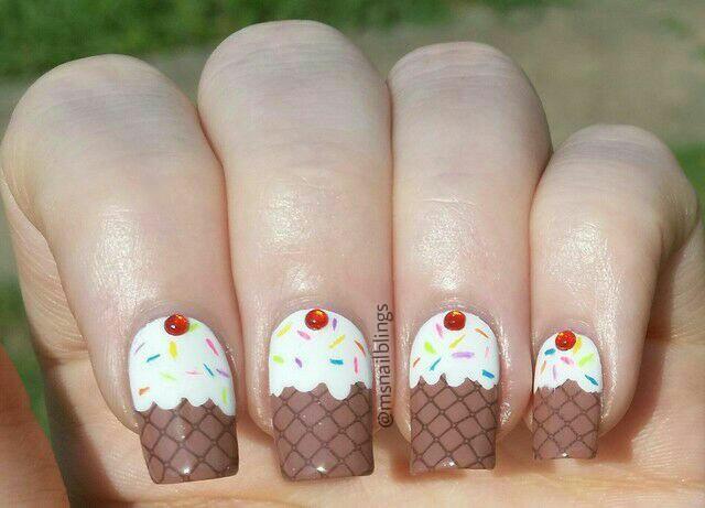 Cupcake manicure nail art