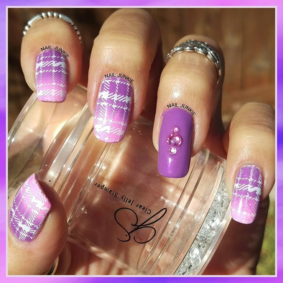 Clear Jelly Stamper Big Bling stamper, available in the USA at www.lanternandwren.com. Mani by @nailjunkie.