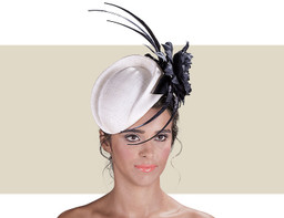 CHASSE - Ivory with Black