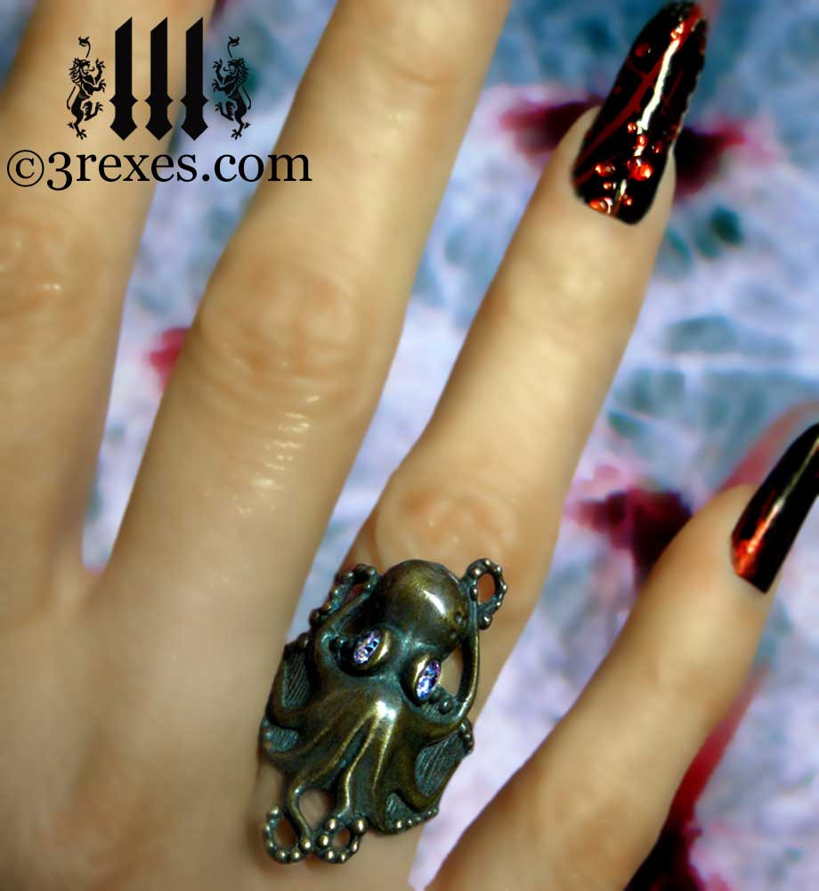 antiqued brass octopus ring model view