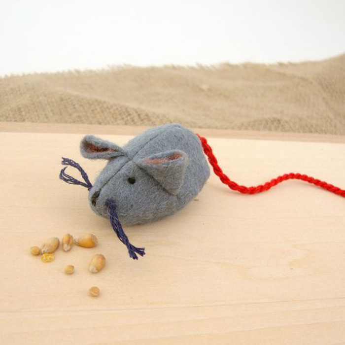 Glueckskaefer wool felt grey mouse