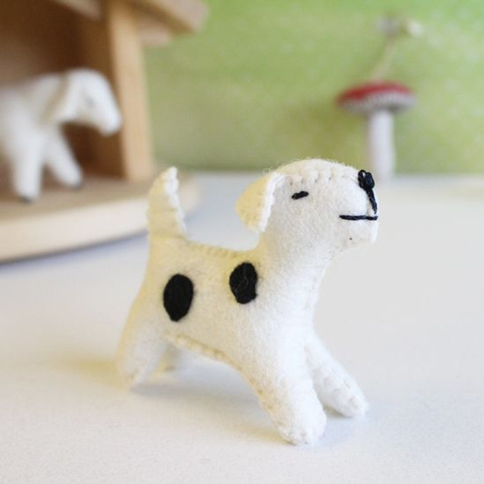 Glueckskaefer wool felt dog, white