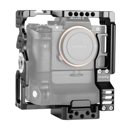 https://d3d71ba2asa5oz.cloudfront.net/12031759/images/smallrig-camera-cage-for-sony-a7ii-a7siia7rii-with-battery-grip-2031%20(6).jpg
