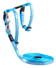 Rogz Catz SparkleCat Small 11mm Fixed Cat Lead and Adjustable Cat H-Harness combination is glitzy, glamourous and extremely sought after in the kitty community.  SparkleCat harnesses and leads are made from snag-proof webbing with a specially developed weave to prevent running and a 'blingy' designer overlay.  There are no open ends or sharp edges and matching collars are available. The Lead is 1.8m long and the Harness adjusts from 24-40cm. Suitable for most cat breeds and sizes.