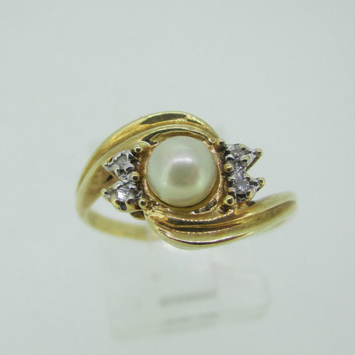 10k Yellow Gold Pearl Ring with Diamond Accents Size 7