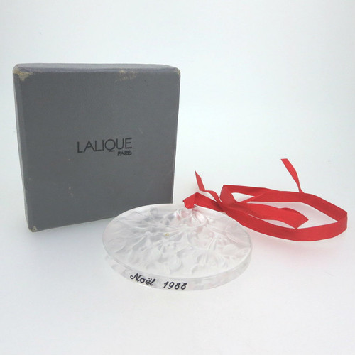 Late 1980s Lalique Noel Christmas Round Crystal Ornament Mistletoe Design in Box